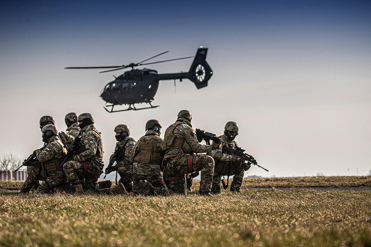 Töretlen az érdeklődés a katonai pálya iránt